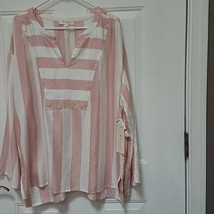 NWT Two by Vince Camuto top